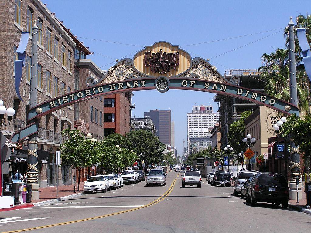 Gaslamp Quarter | Places To See in San Diego