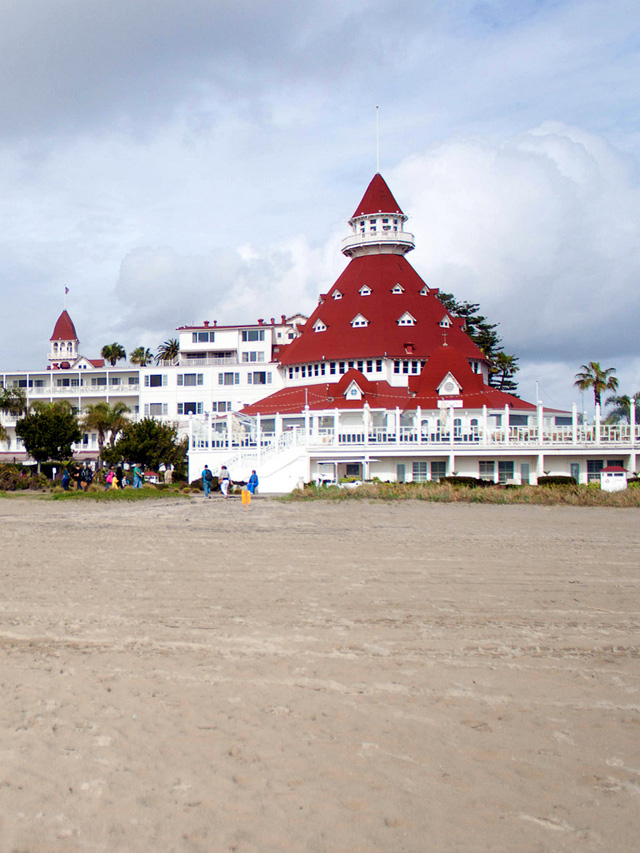 hotel-del-coronado-from-the-beach